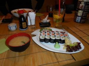 Miso leves és hosomaki sanbon sushi válogatás