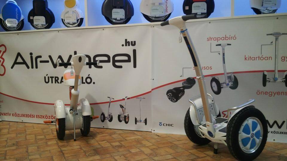 Dér Heni tesztelte az A3 elektromos kétkerekűt