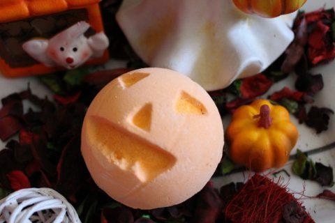 Halloween-i hangulat Lush módra