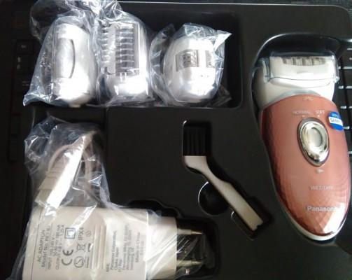 A dobozban a készüléket a töltőt és öt eltérő epilátor fejet találunk a  tisztító kefe mellett. Nem nagy a doboz és nem kell fél órát csomagolni a9dc5cd27c
